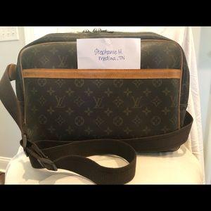 Authentic Louis Vuitton Reporter GM $800